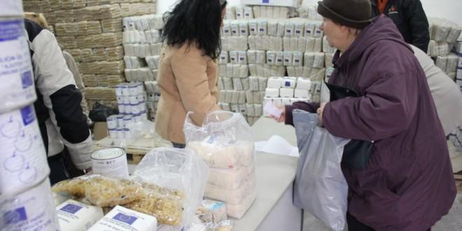 Aproximativ 40.000 de pachete cu alimente şi produse de igienă,