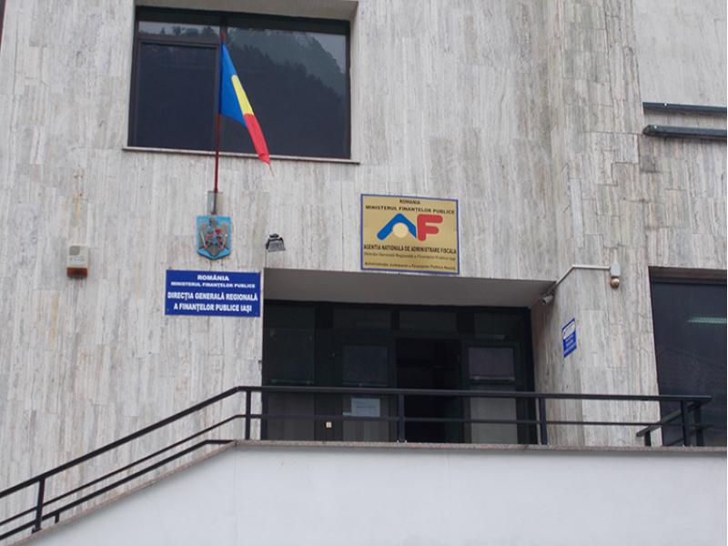 O angajată a ANAF Neamţ are 5 case şi două terenuri, ANI a se