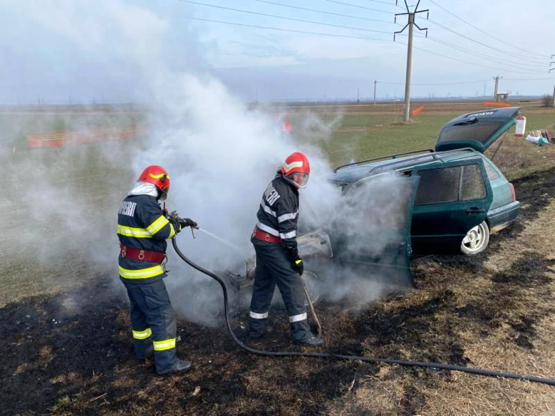 ULTIMA ORĂ: Incendiu la un autoturism, în Urechești