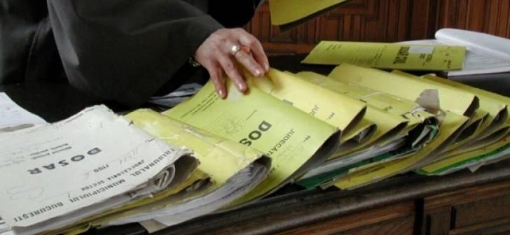 Aproximativ 5.000 de dosare cu autori neidentificaţi sunt în ev