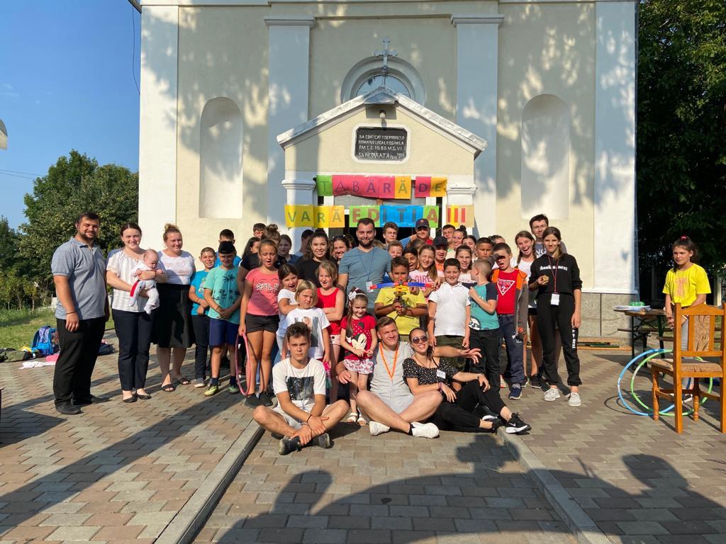 Tabăra de vară - Prietenia din tinda Bisericii