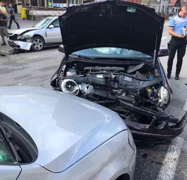 FOTO: Trei mașini avariate în urma unui accident în Telciu! Un