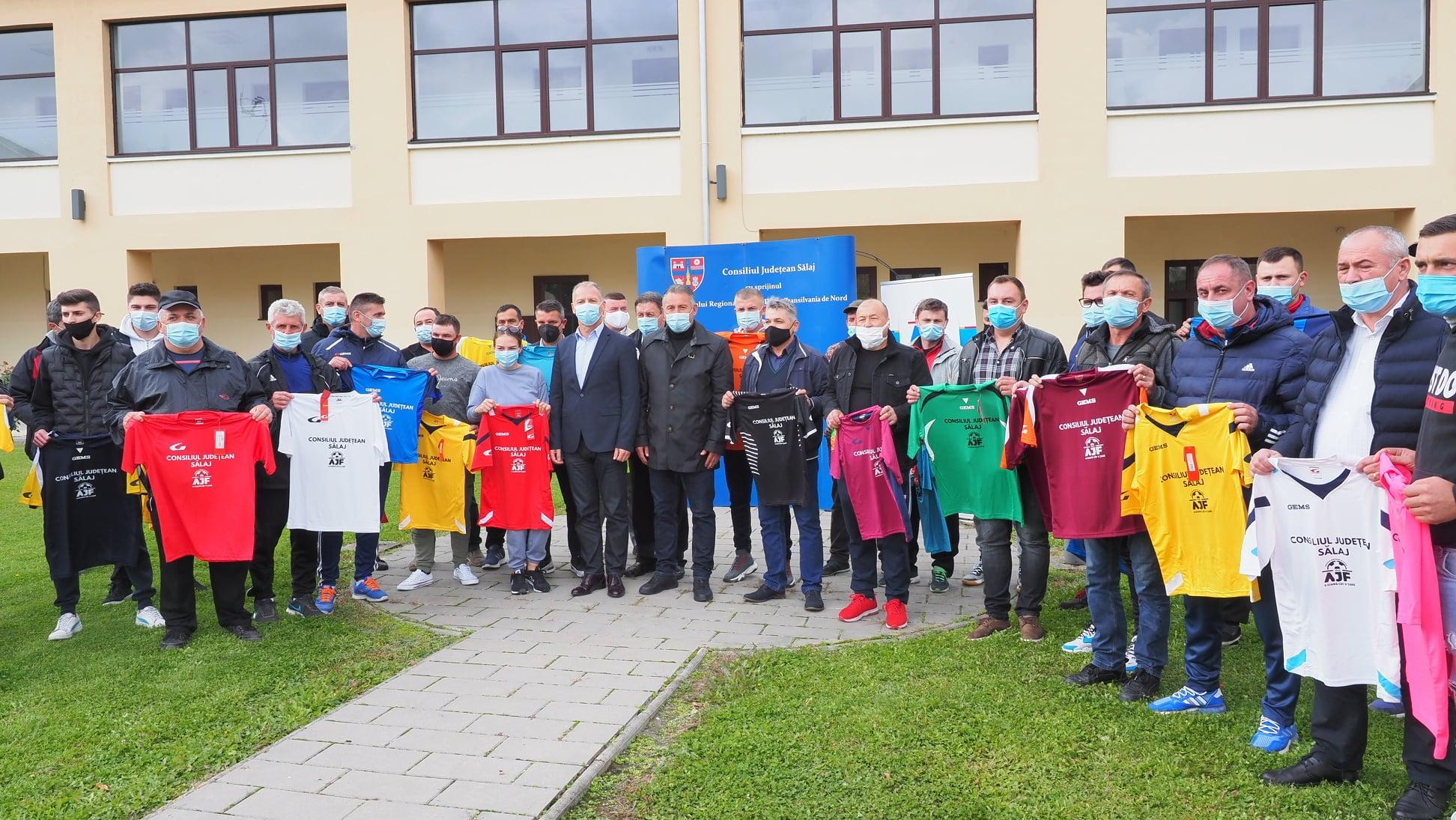 Consiliul Județean Sălaj a oferit echipamente și mingi echipel