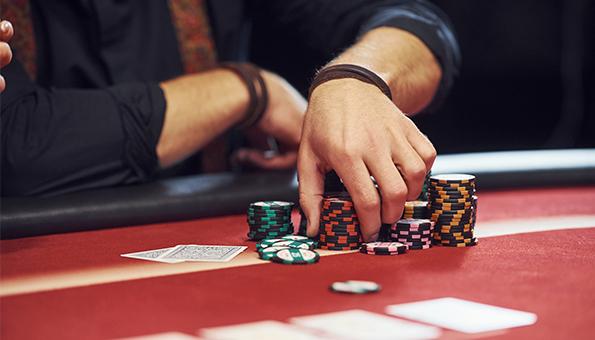 Pasionat de Poker? TOP 3 cazinouri online unde să-ți încerci n