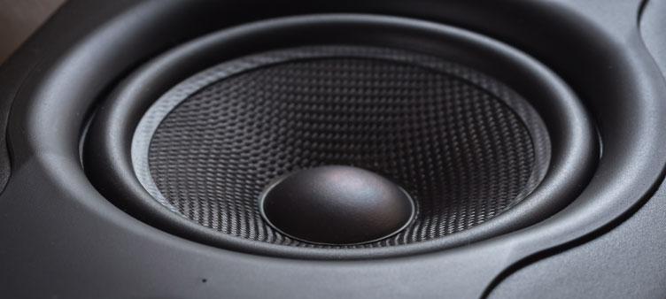 Subwooferele și crossoverul, necesare pentru un sistem audio per