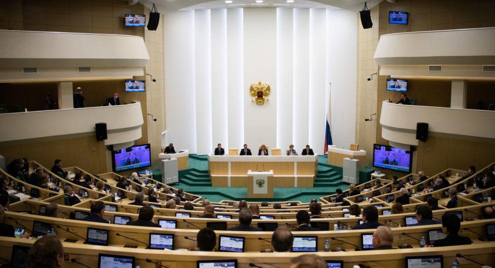 """Senatorii ruși vor să interzică căsătoriile persoanelor care și-au """"schimbat sexul"""""""
