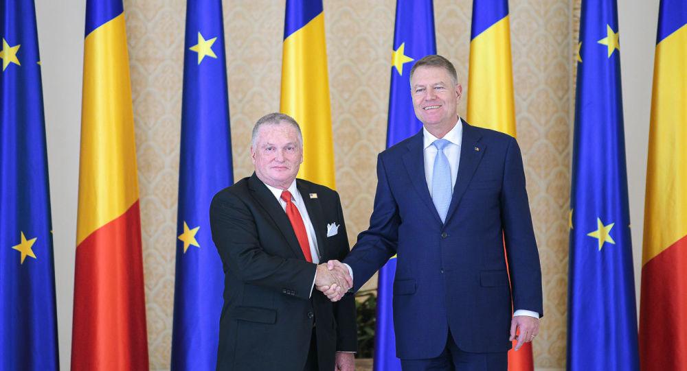 Ambasadorul SUA sare în ajutorul lui Iohannis și al lui Orban