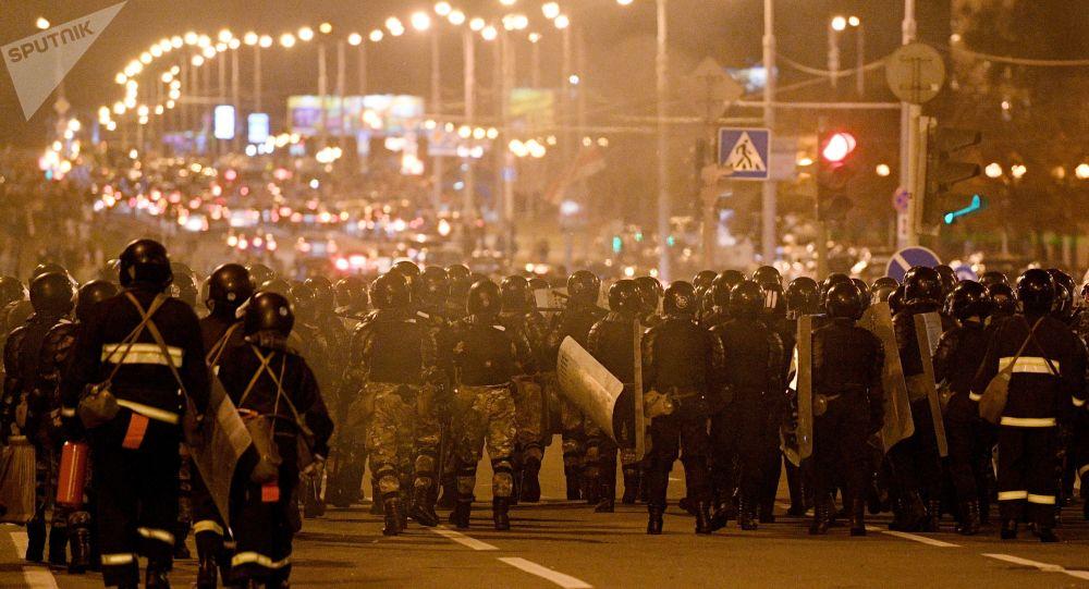 Belarus: Trupele OMON trag în protestatari cu gloanțe de cauciuc