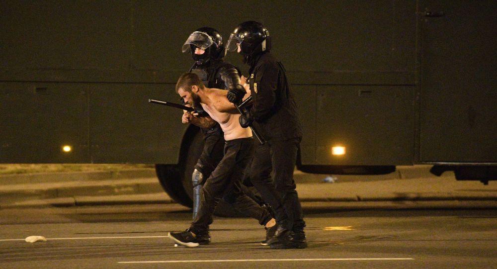 În Minsk sunt reținuți participanții la protest