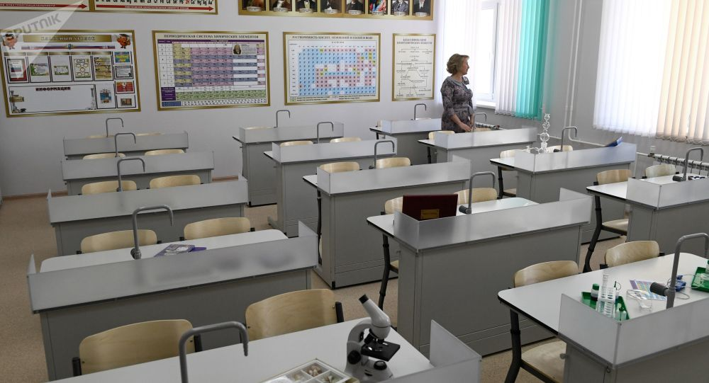 """Învățătoare: """"Școlile nu ar trebui deschise în condițiile actuale"""""""