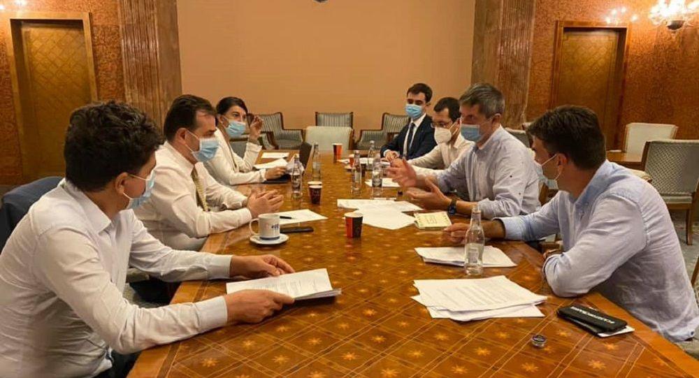PNL și USR-PLUS, candidaturi comune la București, iar marele perdant e PMP