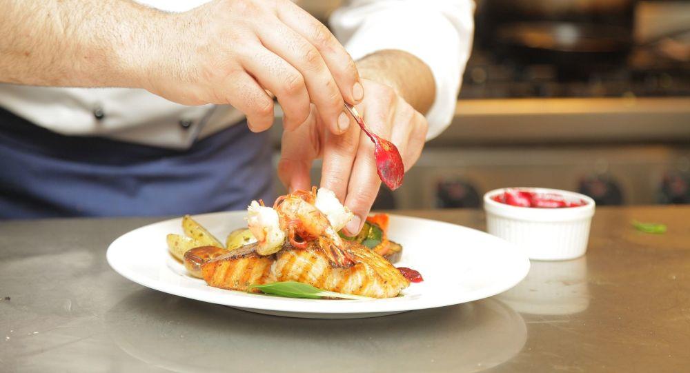 """Românii în UK: """"Eat out to Help out"""" - 50% reducere la restaurant, tot ce trebuie să ştiţi"""