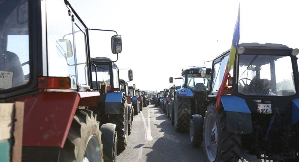 VIDEO: Coloane de tractoare la intrarea în Chișinău - cum decurge protestul agricultorilor