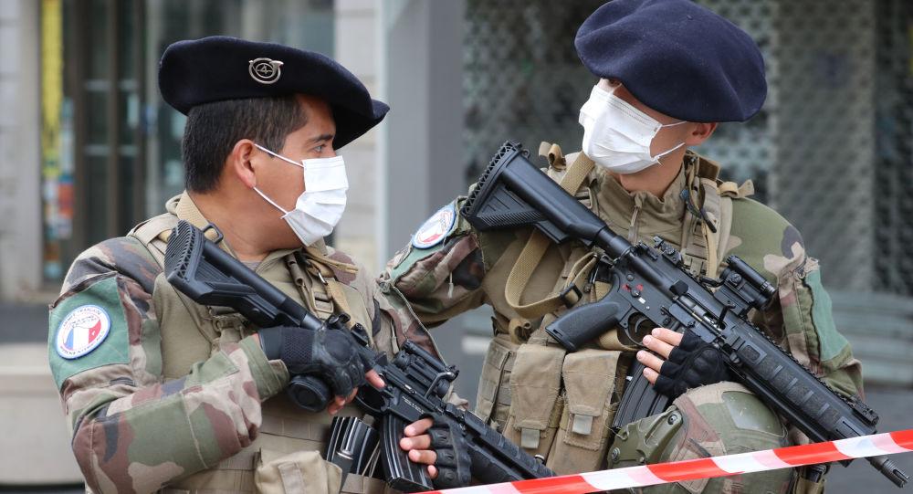 """Atacuri teroriste Franța: """"Suntem în război"""""""