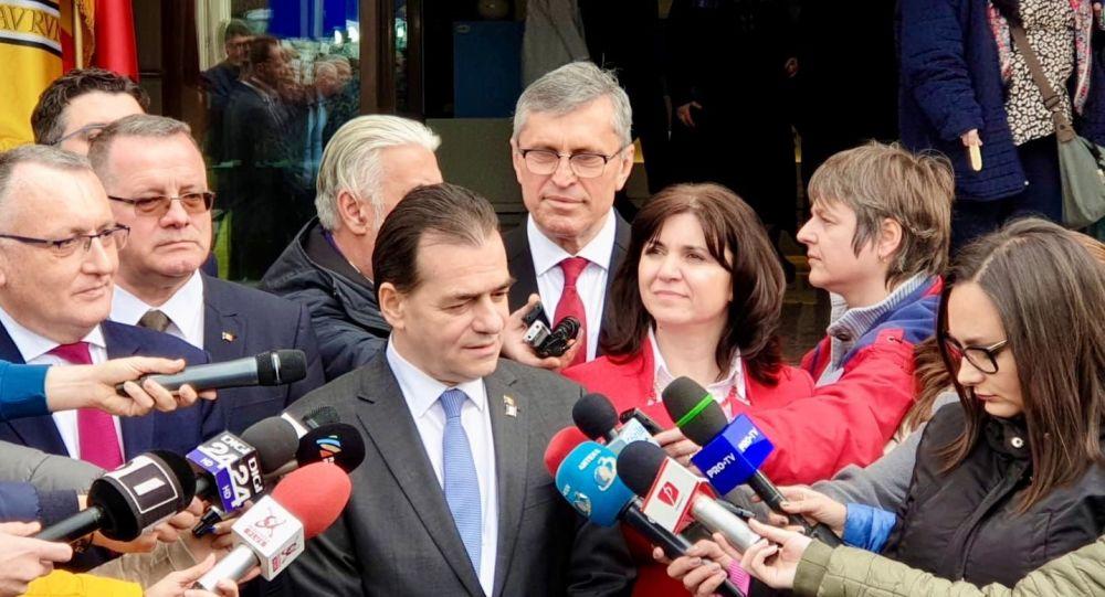 Orban ia în vizor directorii de școli, pe tema COVID-19