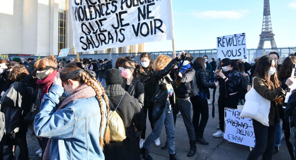 Proteste la Paris și Leipzig după votarea unor legi controversa