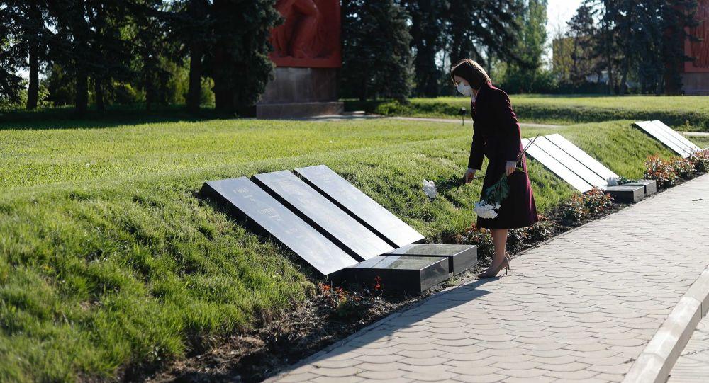 """Președintele Maia Sandu a depus flori la Complexul Memorial """"E"""