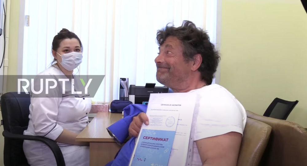 """Un deputat german s-a vaccinat în Rusia cu """"Sputnik V"""" împo"""