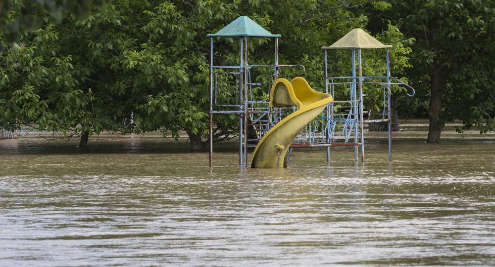 Galațiul, inundat în urma ploilor torențiale - VIDEO